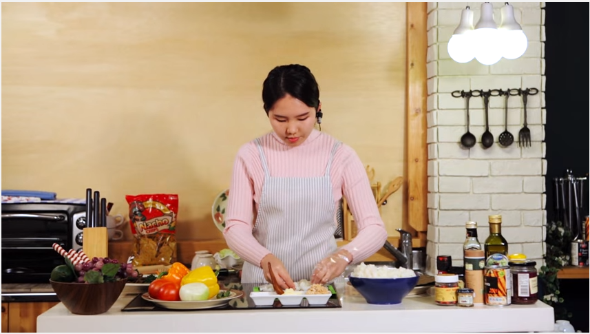 VIDEO OF THE DAY   Cooking (Korean Food Kimbap)